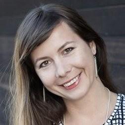 Alyona Medelyan Headshot